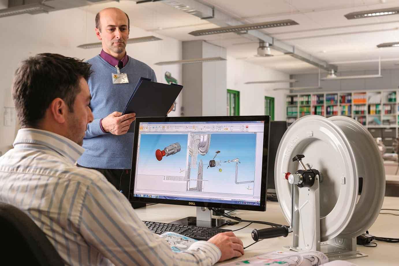 NEUE HANDSCHLAUCHAUFROLLER MIT SICHERHEITSSYSTEM